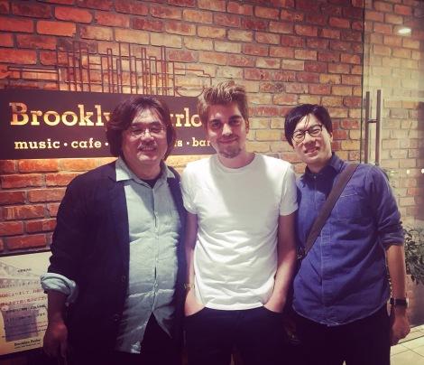 Tim in Tokyo met Toshi Kanazawa en Mikiya Tanaka van P-Vine Records